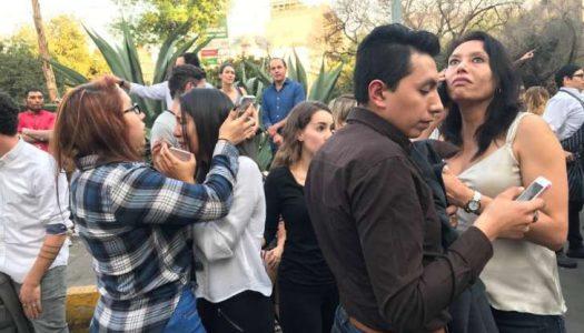 Um forte terremoto sacode o México